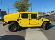 1989 AM General HUMVEE Military Rare Vehicle in Canada, these vehicles were made available to the military only for many years, the ultimate off road vehicle.